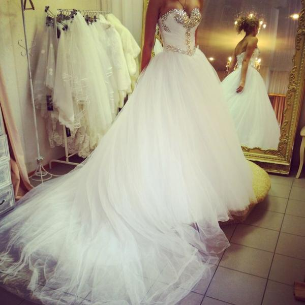 Wedding Dress, Hot Sale Ball Gown Tulle Wedding Dresses Sweetheart Beading Crystals Bridal Gowns Wedding Gowns,Graduation Dresses,Wedding Guest Prom Gowns, Formal Occasion Dresses,Formal Dress